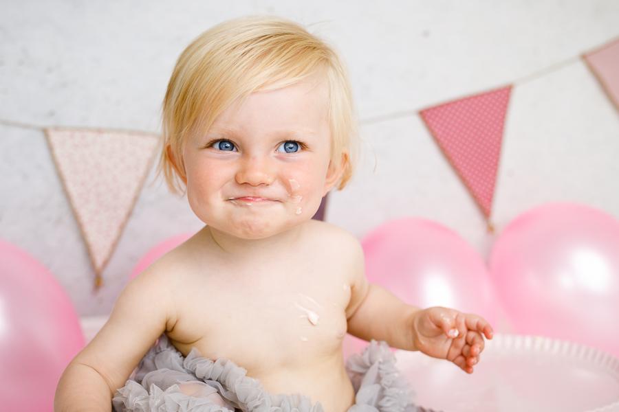 smash the cake barnfotografering barnfotograf fotograf lisa hulling joy matfors sundsvall
