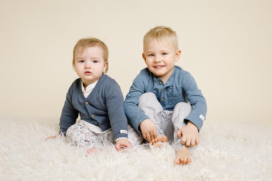 syskonfoto barnfotografering barnfotograf fotograf lisa hulling alvin matfors sundsvall